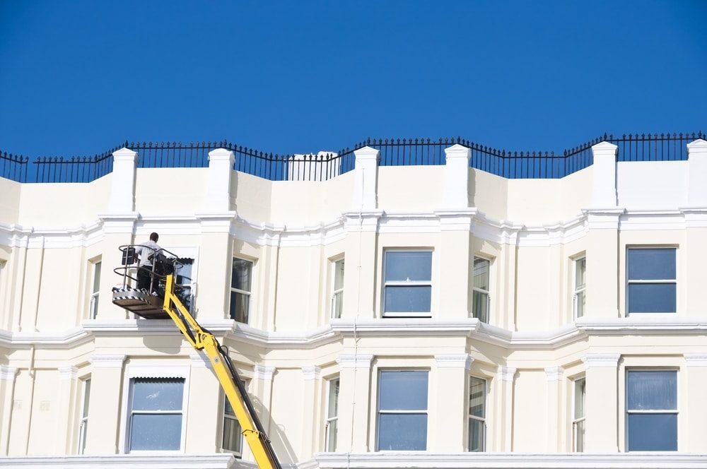 Fassadenreinigung: Damit Ihre Immobilie optisch wieder attraktiv wird – und lange bleibt