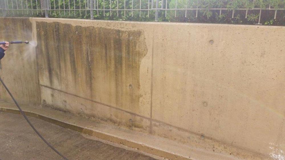Tiefgaragenabfahrt mit Heißwasserstrahlanlage gereinigt